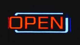 Open sign for Open Innovation. What is open innovation?